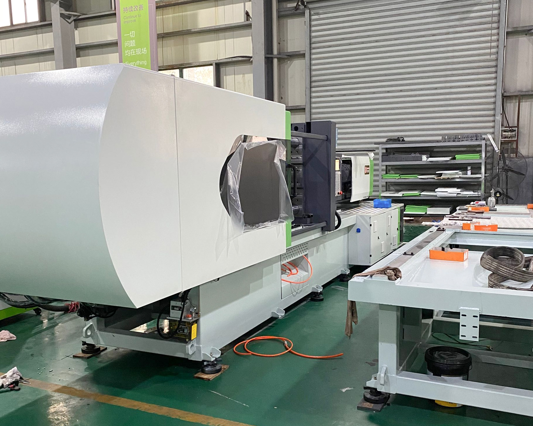 【2020 December 17】The production of the 5-gallon preform injection molding machine ordered by the customer from Dominica is completed